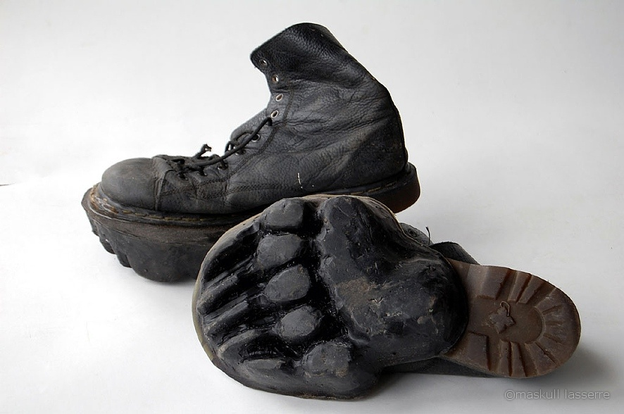 Maskull Lasserre's kodiak bear print shoes